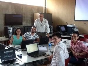 Juan Cabrera, coordinador del Innovation Startup Toledo Camp 2014, junto con los jóvenes emprendedores que participaron desarrollando sus proyectos.